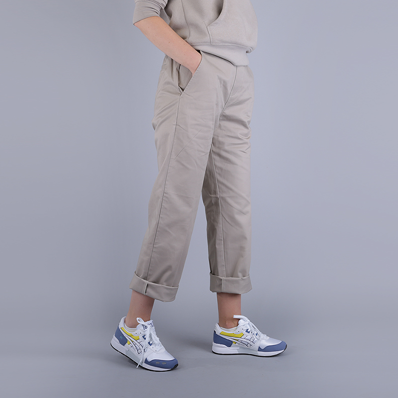 Брюки Stussy Standart TrouserБрюки и джинсы<br>100% хлопок<br><br>Цвет: Бежевый<br>Размеры US: XS;S;M;L<br>Пол: Женский