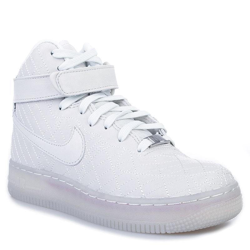 Кроссовки Nike Wmns Air Force 1 HI FW QSКроссовки lifestyle<br>Текстиль, кожа, резина<br><br>Цвет: Белый<br>Размеры US: 5<br>Пол: Женский