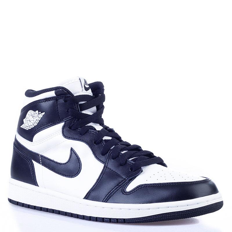 Кроссовки Air Jordan 1 Retro HighКроссовки lifestyle<br>кожа, синтетика, текстиль, резина<br><br>Цвет: Черный, белый<br>Размеры US: 7;7.5;8;8.5;9;9.5;10;10.5;11;11.5;12<br>Пол: Мужской