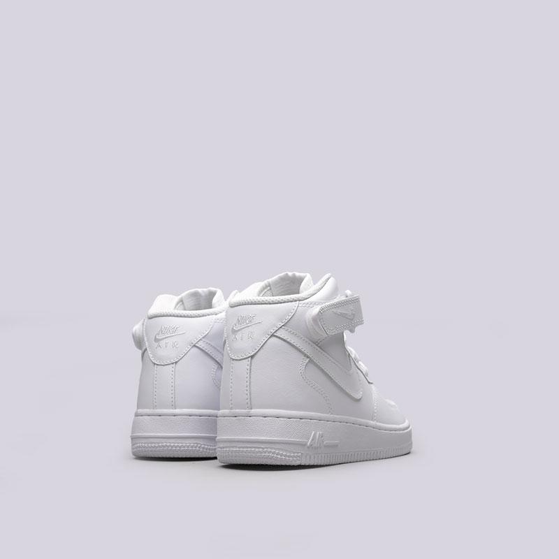 Купить женские белые  кроссовки nike wmns air force 1 mid `07 le в магазинах Streetball изображение - 3 картинки