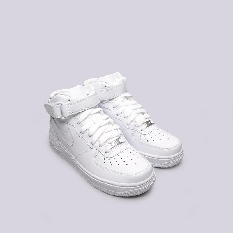 Купить женские белые  кроссовки nike wmns air force 1 mid `07 le в магазинах Streetball изображение - 5 картинки
