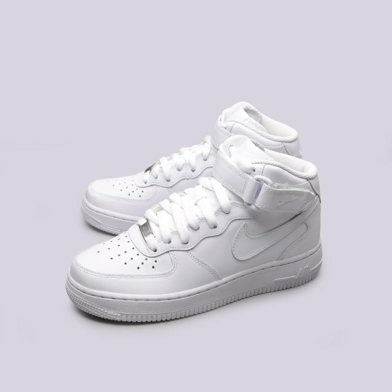 Купить женские белые  кроссовки nike wmns air force 1 mid `07 le в магазинах Streetball изображение - 6 картинки