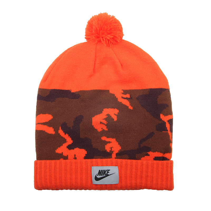 Шапка Nike Sportswear Camo PomШапки<br>Акриловое волокно<br><br>Цвет: Оранжевый, коричневый<br>Размеры US: 1SIZE