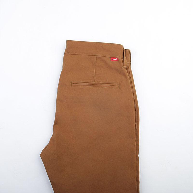 Брюки Levi`s 522Брюки и джинсы<br>Хлопок, эластомультиэстер<br><br>Цвет: Коричневый<br>Размеры : 34/34<br>Пол: Мужской