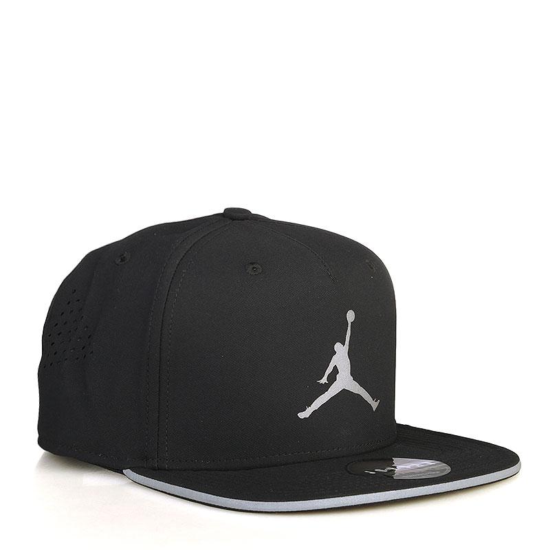 Кепка Jordan Air Jordan JumpmanКепки<br>Полиэстер, хлопок<br><br>Цвет: Черный<br>Размеры US: OS<br>Пол: Мужской