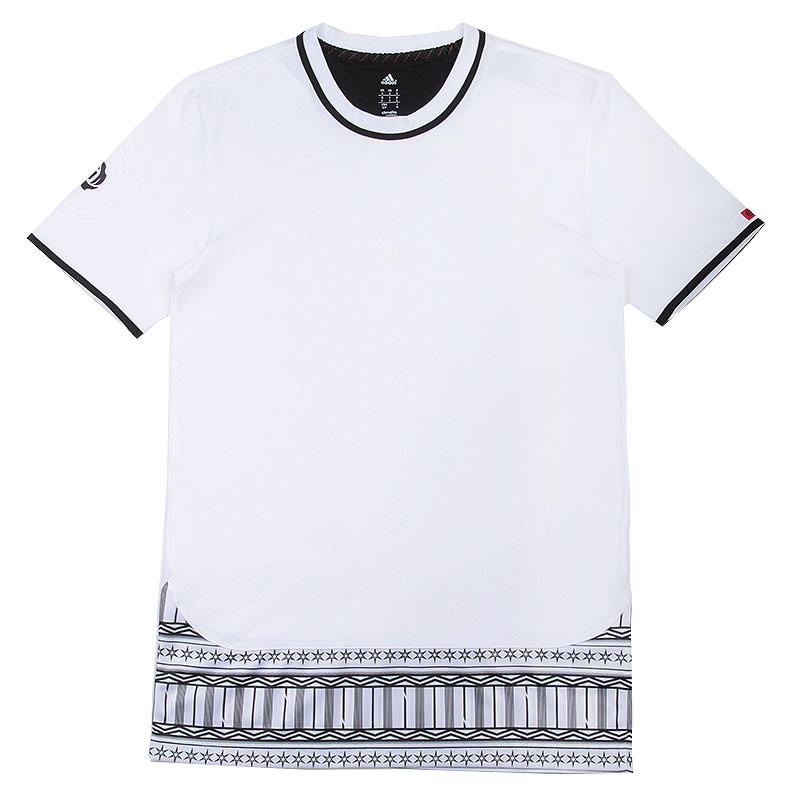 Футболка adidas ROSE C&amp;S TEEФутболки<br>70% хлопок, 30% полиэстер<br><br>Цвет: Белый,черный<br>Размеры UK: L