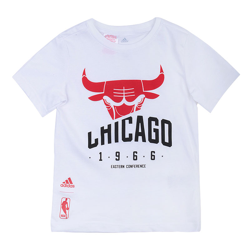Футболка adidas Youth Chicago bullsФутболки<br>70%хлопок, 30% полиэстер<br><br>Цвет: белый<br>Размеры UK: 128;140