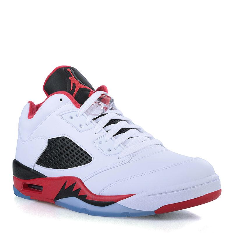 Кроссовки Air Jordan V Retro LowКроссовки lifestyle<br>Кожа, текстиль, резина<br><br>Цвет: Белый, чёрный, красный, голубой<br>Размеры US: 13<br>Пол: Мужской