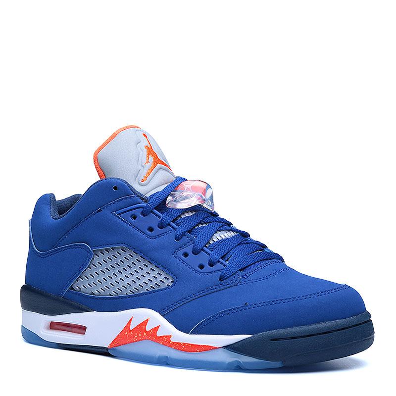 Кроссовки Air Jordan V Retro LowКроссовки lifestyle<br>Синтетическая кожа, текстиль, резина<br><br>Цвет: Синий, белый, оранжевый<br>Размеры US: 13<br>Пол: Мужской