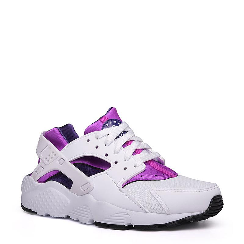 Кроссовки Nike Sportswear Huarache Run GSОбувь детская<br>Текстиль, пластик, резина<br><br>Цвет: Белый, чёрный, фиолетовый<br>Размеры US: 3.5Y;4Y;4.5Y;5Y<br>Пол: Детский
