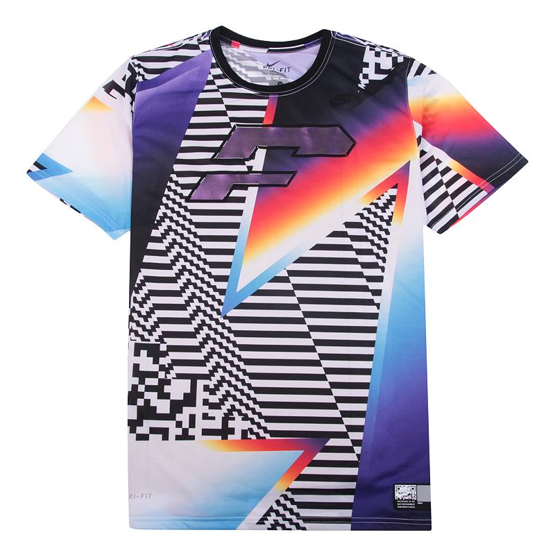 Футболка Nike Tee-S + HypdunkФутболки<br>100% полиэстер<br><br>Цвет: Красный,фиолетовый,белый,черный<br>Размеры US: S<br>Пол: Мужской