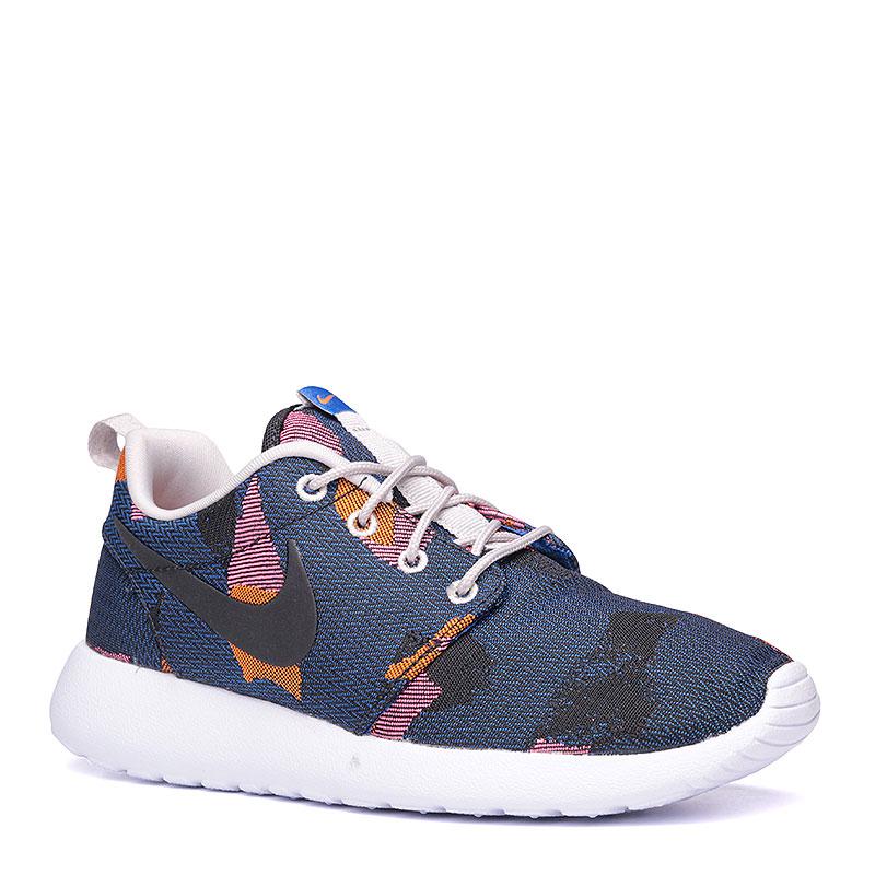 Кроссовки  Nike Sportswear WMNS Roshe One JCRD PrintКроссовки lifestyle<br>Текстиль, пластик<br><br>Цвет: Синий, белый, черный<br>Размеры US: 8<br>Пол: Женский