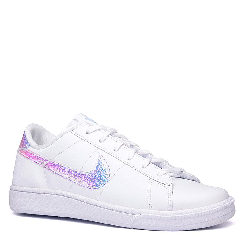 Кроссовки  Nike Sportswear WMNS Tennis Classic PrmКроссовки lifestyle<br>Кожа, текстиль, резина<br><br>Цвет: Белый<br>Размеры US: 6.5;7;7.5;8.5<br>Пол: Женский