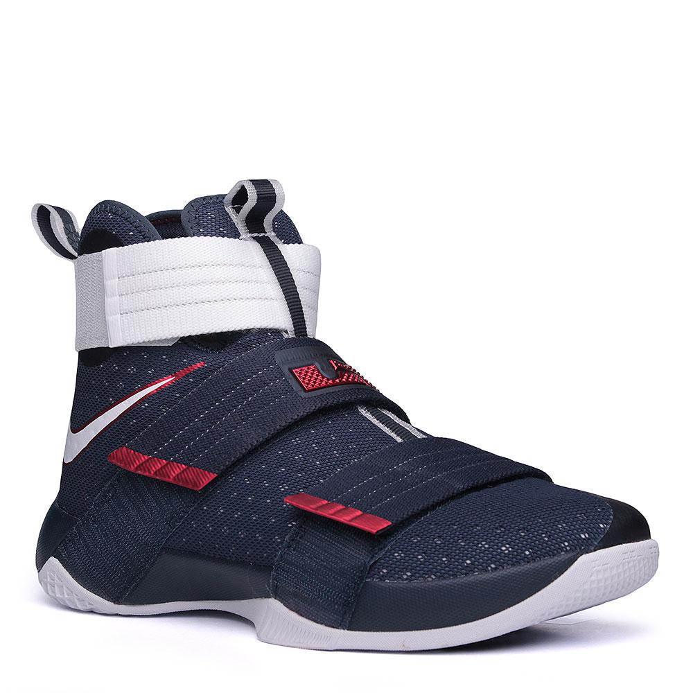 Кроссовки Nike Lebron Soldier 10 SFGКроссовки баскетбольные<br>текстиль, пластик, резина.<br><br>Цвет: синий, белый.<br>Размеры US: 9<br>Пол: Мужской