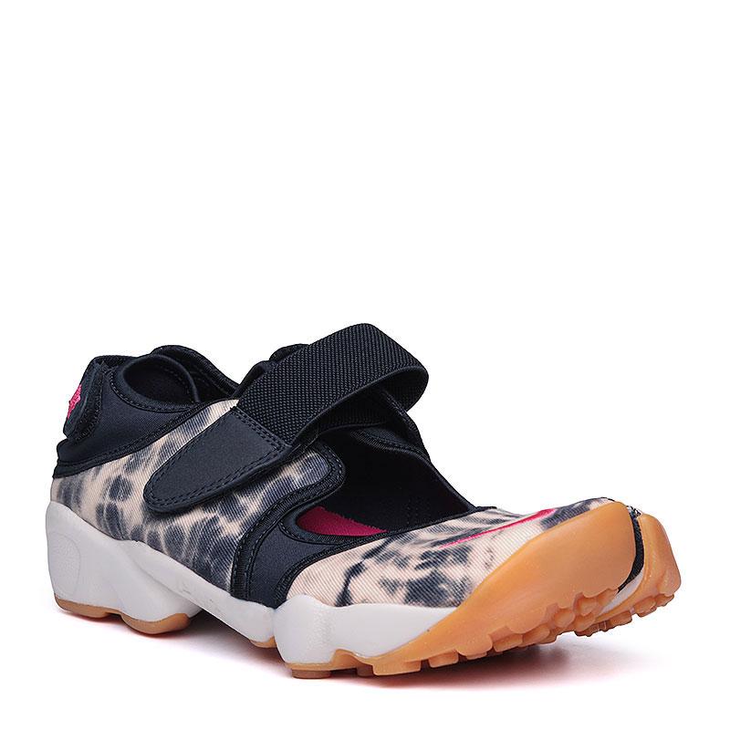 Сандалии  Nike Sportswear WMNS Air Rift PRM QSСланцы, балетки<br>текстиль, резина, пластик.<br><br>Цвет: чёрный, бежевый, белый.<br>Размеры US: 5;6;7;9<br>Пол: Женский