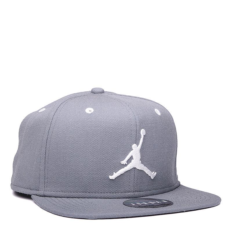 Кепка Jordan Jumpman SnapbackКепки<br>шерсть, полиэстер, хлопок.<br><br>Цвет: серый.<br>Размеры US: OS