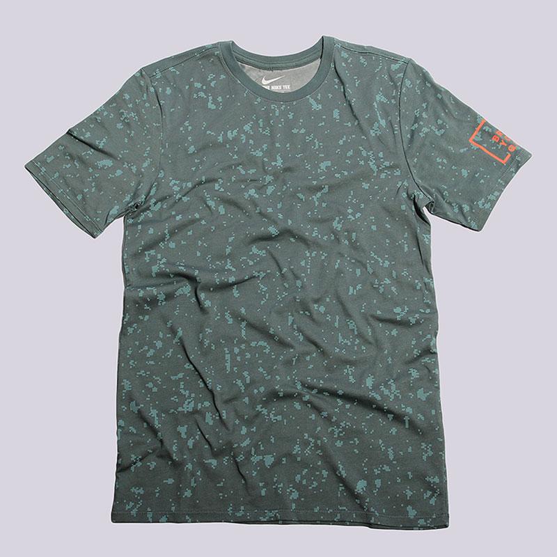 Футболка Nike Sportswear S+ Cross Dye Byg TeeФутболки<br>58% хлопок, 42% полиэстер<br><br>Цвет: Зелёный<br>Размеры US: S;M;L;XL;2XL<br>Пол: Мужской