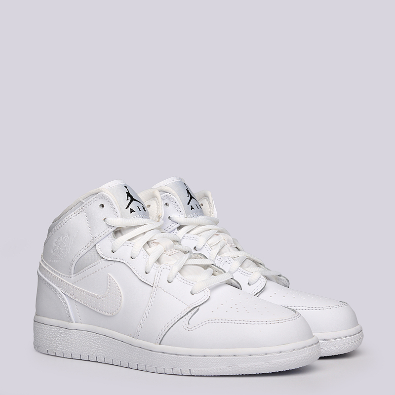 Кроссовки Jordan 1 MID BGКроссовки lifestyle<br>Кожа, текстиль, резина<br><br>Цвет: Белый<br>Размеры US: 4Y<br>Пол: Женский