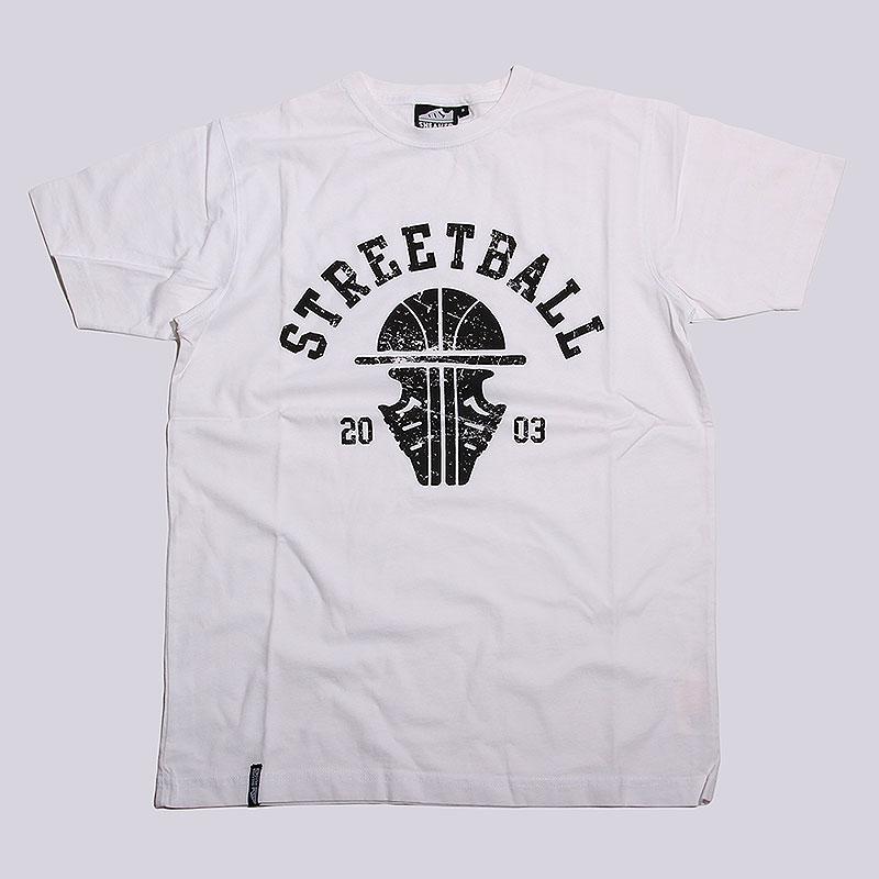 Футболка Sneakerhead Streetball CollegeФутболки<br>Хлопок<br><br>Цвет: Белый<br>Размеры : S;M;L<br>Пол: Мужской