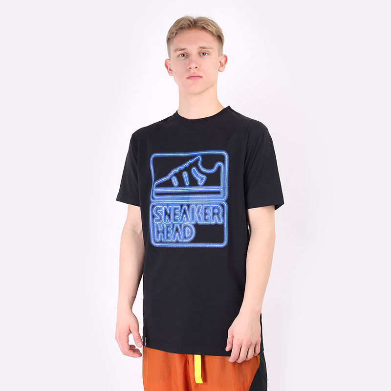 мужскую черную  футболка sneakerhead neon light tee 10002-009 - цена, описание, фото 1