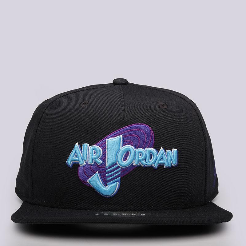 Кепка Jordan Space Jam SnapbackКепки<br>Полиэстер, хлопок<br><br>Цвет: Черный<br>Размеры US: OS