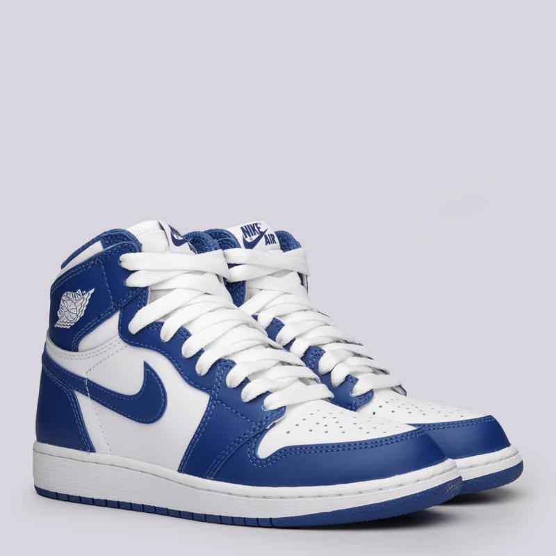 Кроссовки Jordan 1 Retro High OG BGКроссовки lifestyle<br>Кожа, текстиль, синтетика, резина<br><br>Цвет: Белый, синий<br>Размеры US: 3.5Y;4Y;5Y<br>Пол: Женский
