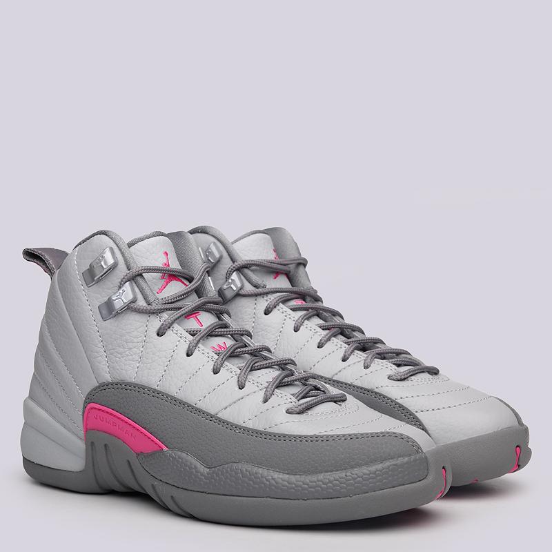 Кроссовки Jordan XII Retro GGКроссовки lifestyle<br>Кожа, текстиль, резина<br><br>Цвет: Серый<br>Размеры US: 3.5Y<br>Пол: Женский