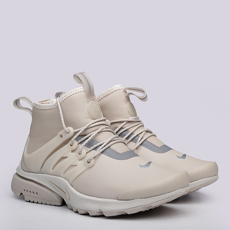 Кроссовки Nike Sportswear WMNS Air Presto Mid UtilityКроссовки lifestyle<br>Синтетика, текстиль, резина<br><br>Цвет: Бежевый<br>Размеры US: 5<br>Пол: Женский
