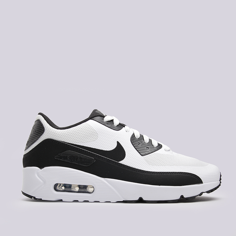 Кроссовки Nike Sportswear Air Max 90 Ultra 2.0 EssentialКроссовки lifestyle<br>пластик, текстиль, резина<br><br>Цвет: Черный<br>Размеры US: 10.5<br>Пол: Мужской