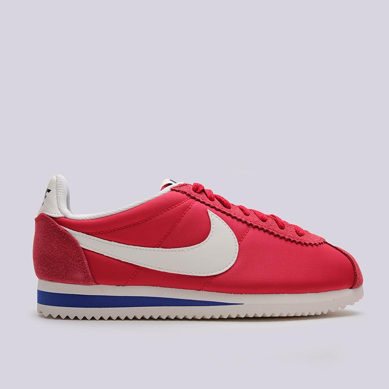 Кроссовки Nike Sportswear WMNS Classic Cortez Nylon PRMКроссовки lifestyle<br>кожа, текстиль, резина<br><br>Цвет: Красный<br>Размеры US: 6;6.5;7;7.5;8;8.5<br>Пол: Женский