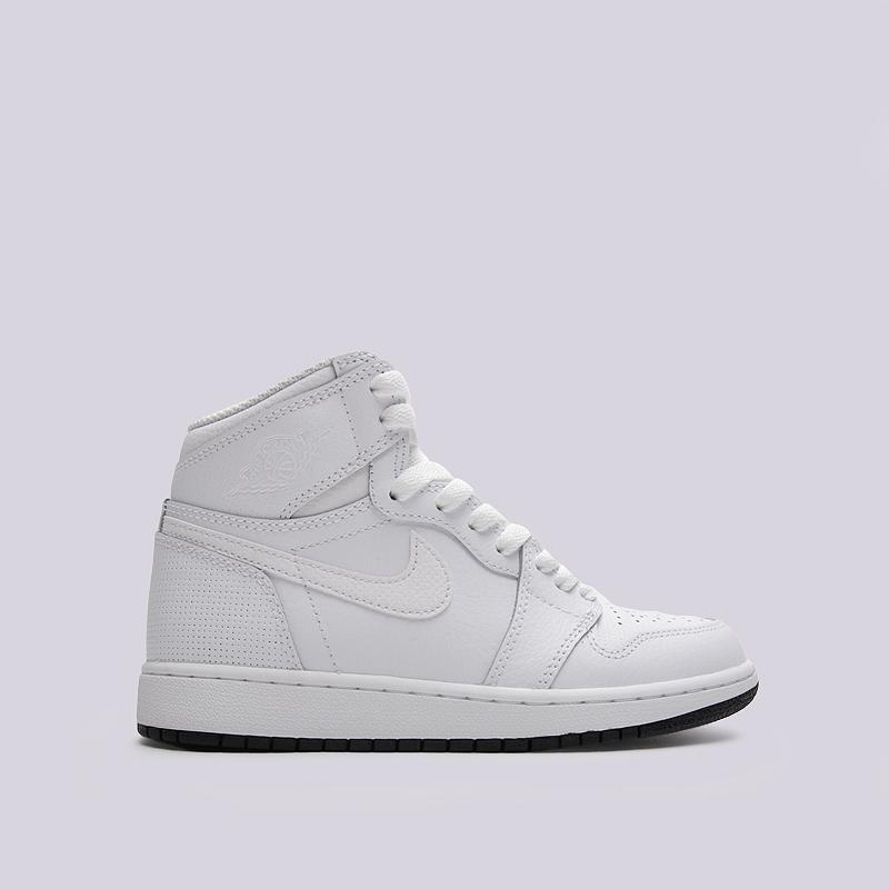 Кроссовки Air Jordan 1 Retro High OG BGКроссовки lifestyle<br>кожа, текстиль, резина<br><br>Цвет: Белый<br>Размеры US: 4Y;4.5Y;5Y;5.5Y;6Y<br>Пол: Женский