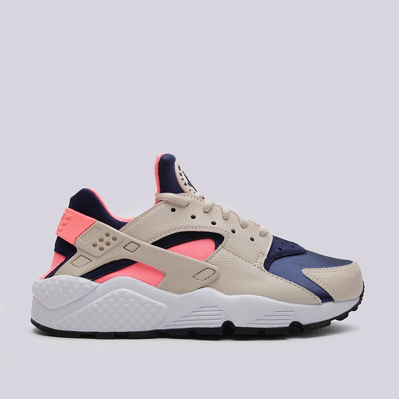 Кроссовки Nike Sportswear WMNS Air Huarache RunКроссовки lifestyle<br>синтетика, текстиль, резина<br><br>Цвет: Бежевый<br>Размеры US: 8.5<br>Пол: Женский