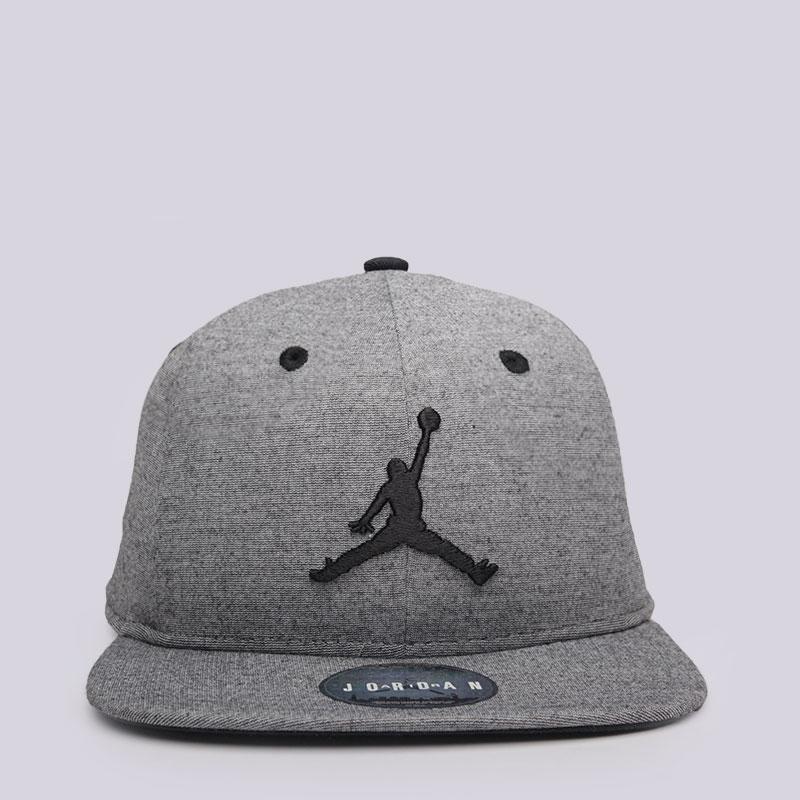 Кепка Jordan 23 Lux SnapbackКепки<br>Полиэстер, вискоза, эластан<br><br>Цвет: Серый<br>Размеры US: OS