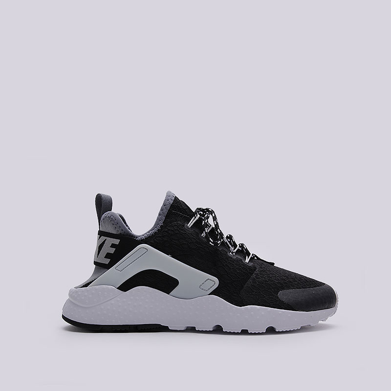 Кроссовки Nike Sportswear WMNS Air Huarache Run Ultra SEКроссовки lifestyle<br>Текстиль, пластик, резина<br><br>Цвет: Чёрный<br>Размеры US: 7.5<br>Пол: Женский