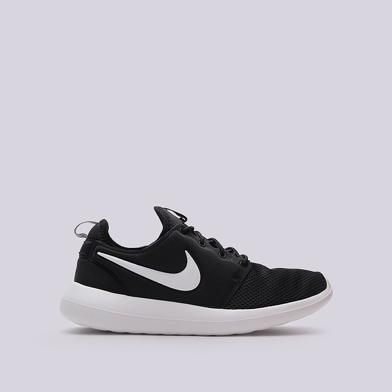 Кроссовки  Nike Roshe TwoКроссовки lifestyle<br>Текстиль, пластик<br><br>Цвет: Чёрный, белый<br>Размеры US: 9<br>Пол: Мужской