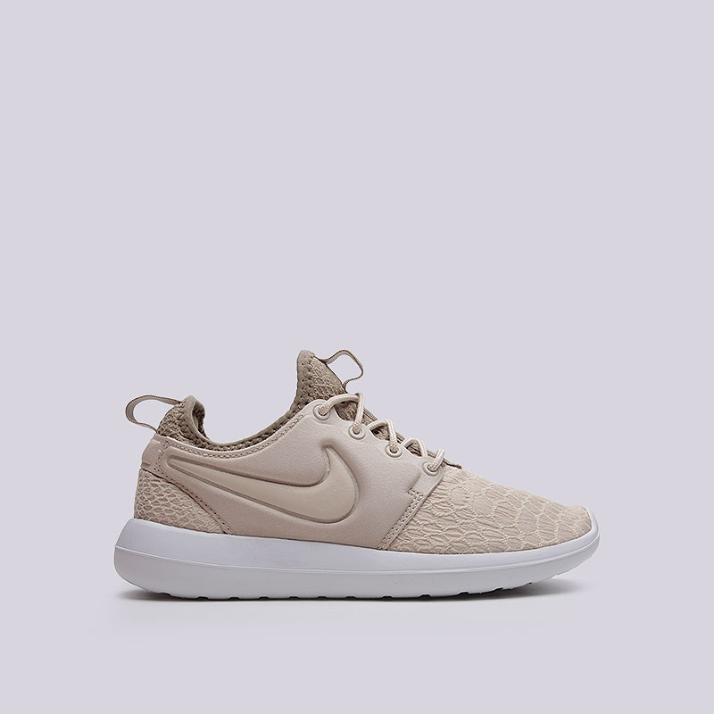 Кроссовки  Nike WMNS Roshe Two SEКроссовки lifestyle<br>Текстиль, пластик<br><br>Цвет: Бежевый<br>Размеры US: 6.5<br>Пол: Женский