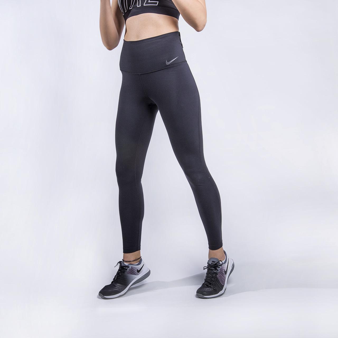 Тайтсы для тренинга Nike NK PWR TGHT Hi RiseБрюки и джинсы<br>80% нейлон, 20% эластан<br><br>Цвет: Черный<br>Размеры US: XS;S;M<br>Пол: Женский
