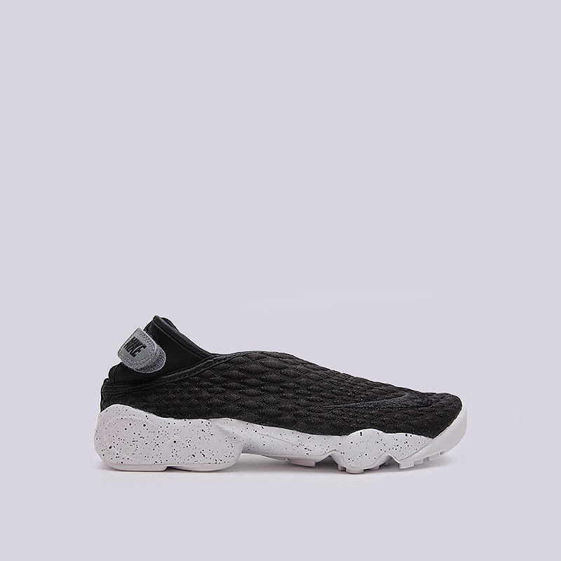 Кроссовки  Nike Sportswear WMNS Rift Wrap SEКроссовки lifestyle<br>Текстиль, резина, пластик<br><br>Цвет: Чёрный, белый<br>Размеры US: 8<br>Пол: Женский