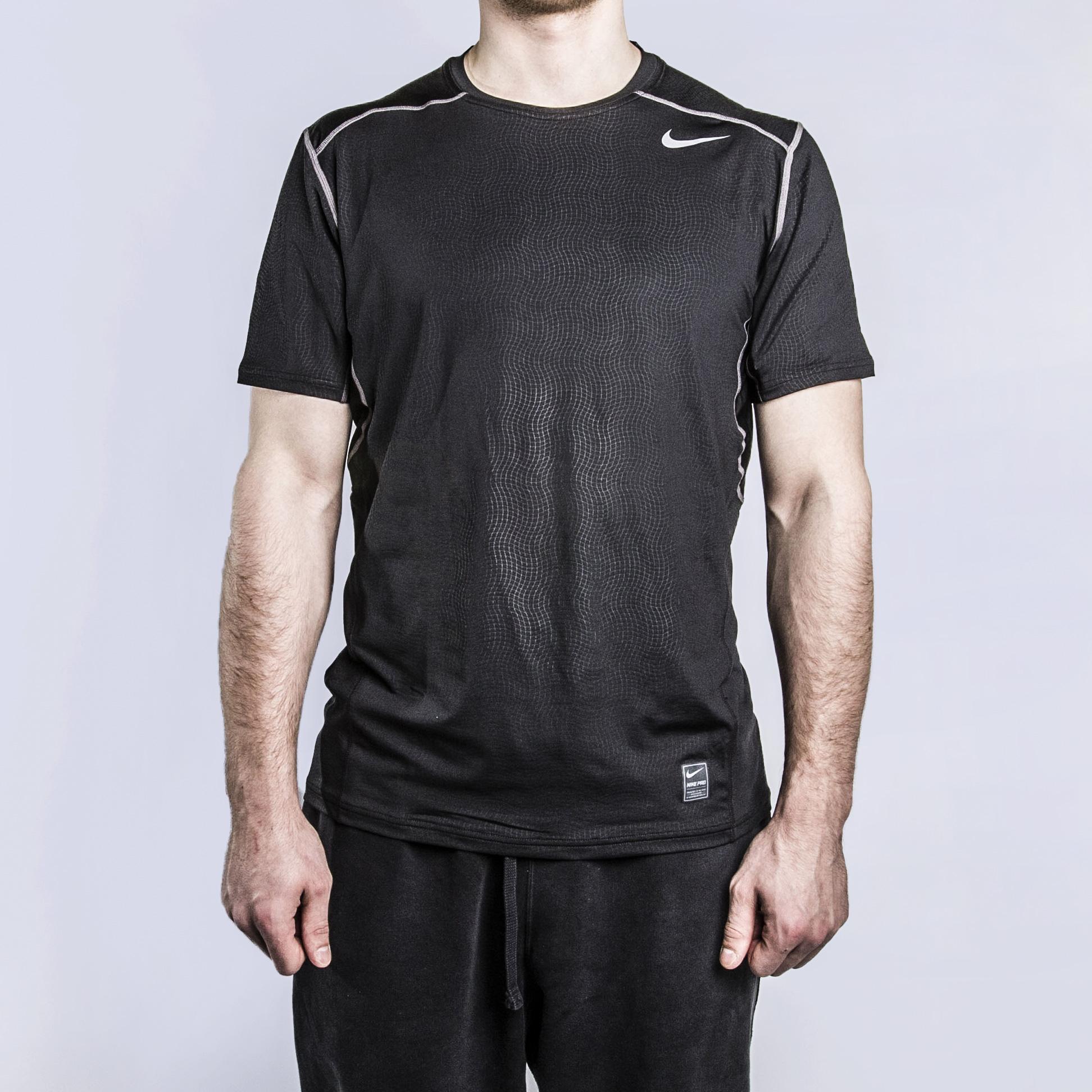 Футболка для тренинга Nike Hypercool FTTD SS TopФутболки<br>92% полиэстер, 8% эластан<br><br>Цвет: Черный<br>Размеры US: XL<br>Пол: Мужской