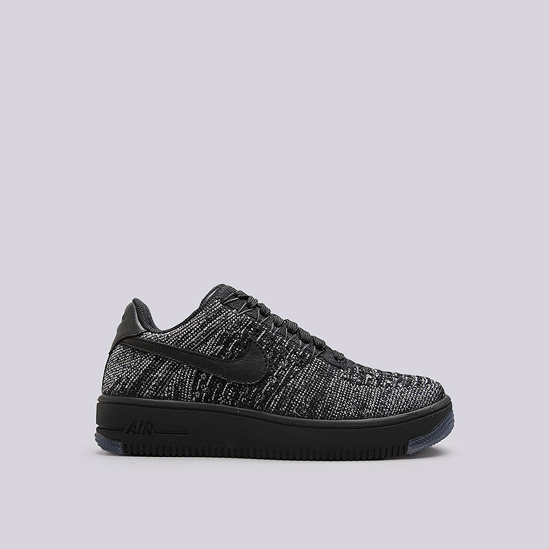 Кроссовки  Nike Sportswear WMNS Air Force 1 Flyknit LowКроссовки lifestyle<br>Текстиль, кожа, резина<br><br>Цвет: Чёрный<br>Размеры US: 6;6.5;7;7.5;8<br>Пол: Женский