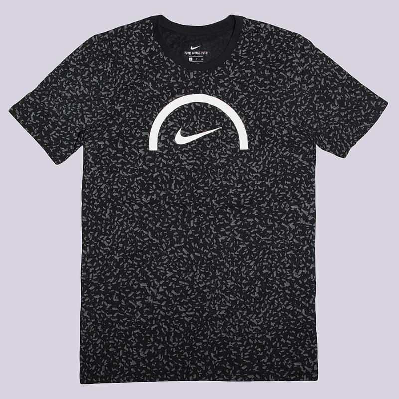 Футболка Nike TeeФутболки<br>58% хлопок, 42% полиэстер<br><br>Цвет: Черный<br>Размеры US: M;L<br>Пол: Мужской