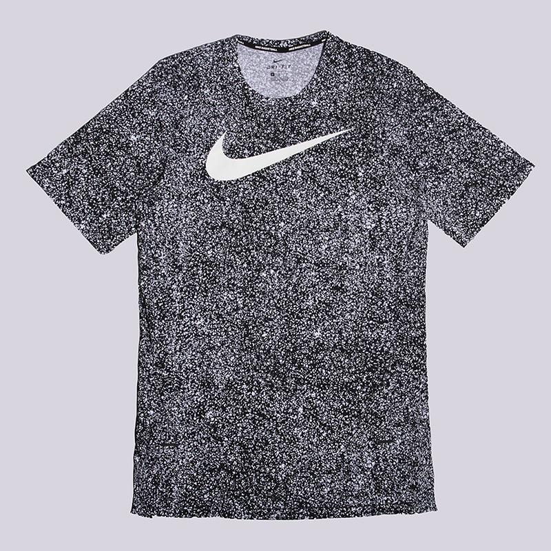 Футболка Nike M NK Brthe SS TopФутболки<br>хлопок, полиэстер<br><br>Цвет: Черный<br>Размеры US: L<br>Пол: Мужской