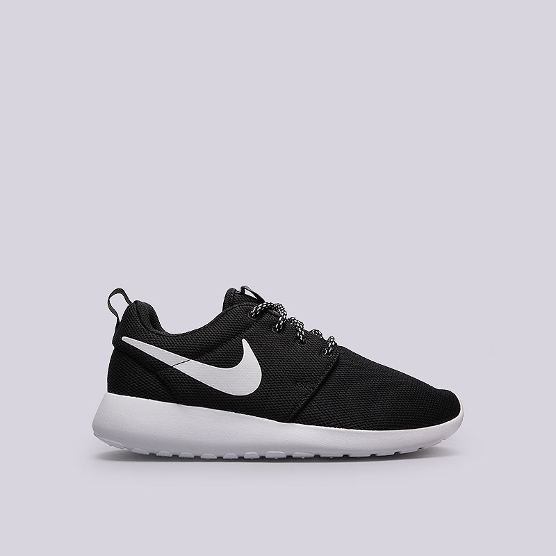 Кроссовки Nike Sportswear WMNS Roshe OneКроссовки lifestyle<br>Текстиль, пластик<br><br>Цвет: Чёрный, белый<br>Размеры US: 6;6.5;7;7.5;8;8.5;9<br>Пол: Женский