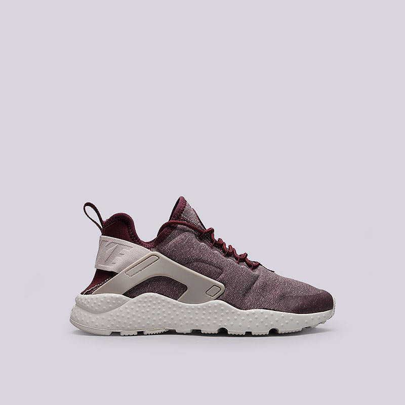 Кроссовки Nike Sportswear WMNS Air Huarache Run Ultra SEКроссовки lifestyle<br>Текстиль, пластик, резина<br><br>Цвет: Бордовый<br>Размеры US: 6;8;8.5<br>Пол: Женский