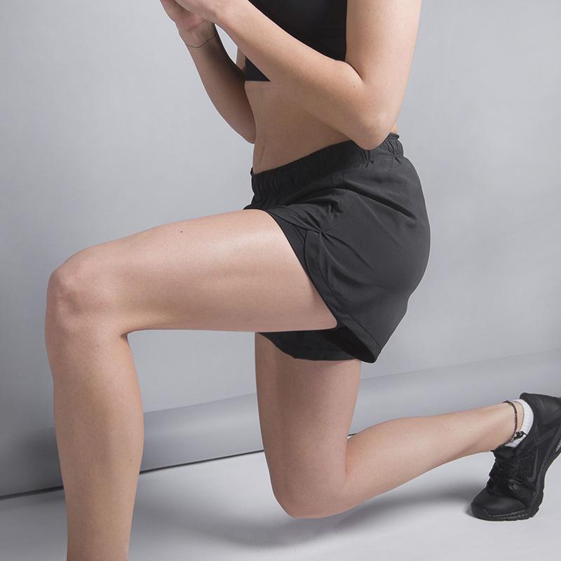 Шорты Nike Flex Training ShortШорты<br>88% полиэстер, 12% эластан<br><br>Цвет: Черный<br>Размеры US: S;M;L<br>Пол: Женский