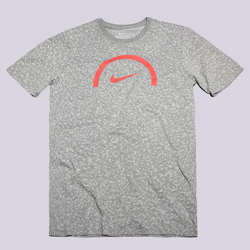 Футболка Nike Sportswear Dry BasketballФутболки<br>58% хлопок, 42% полиэстер<br><br>Цвет: Серый<br>Размеры US: XL<br>Пол: Мужской