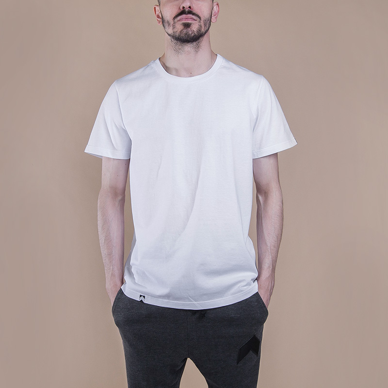 Футболка Hard Blank T-ShirtФутболки<br>Хлопок<br><br>Цвет: Белый<br>Размеры : XL<br>Пол: Мужской