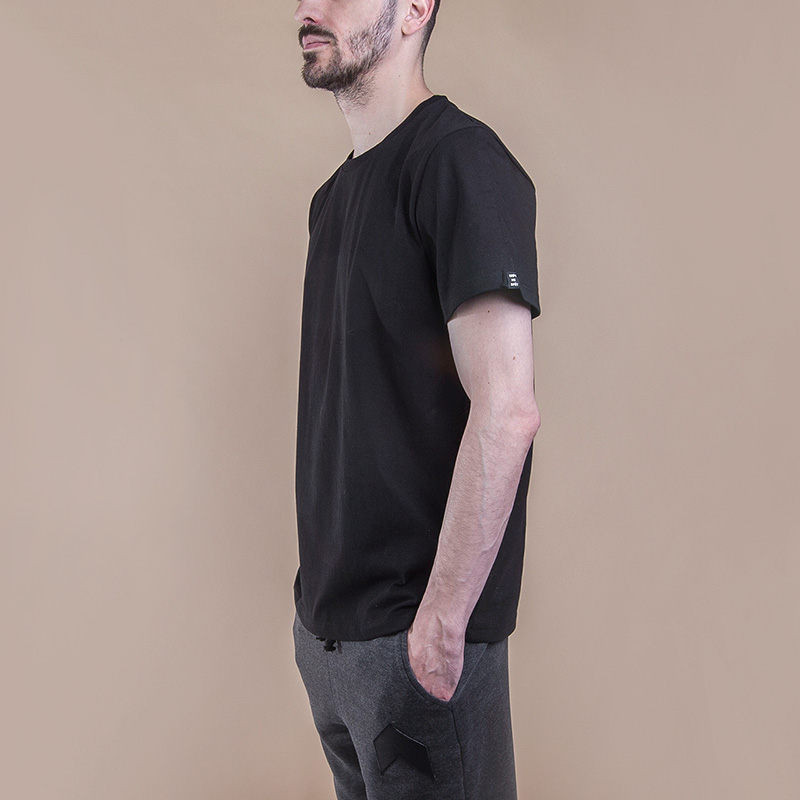 Футболка Hard Blank T-ShirtФутболки<br>Хлопок<br><br>Цвет: Чёрный<br>Размеры : S<br>Пол: Мужской