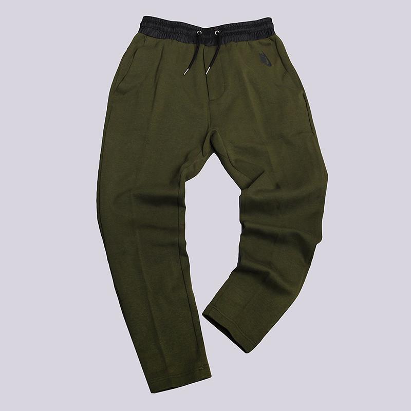 Брюки Nike Lab Essentials Tech Fleece PantsБрюки и джинсы<br>70% хлопок, 30% полиэстер<br><br>Цвет: Зеленый<br>Размеры US: S;XL;2XL<br>Пол: Мужской