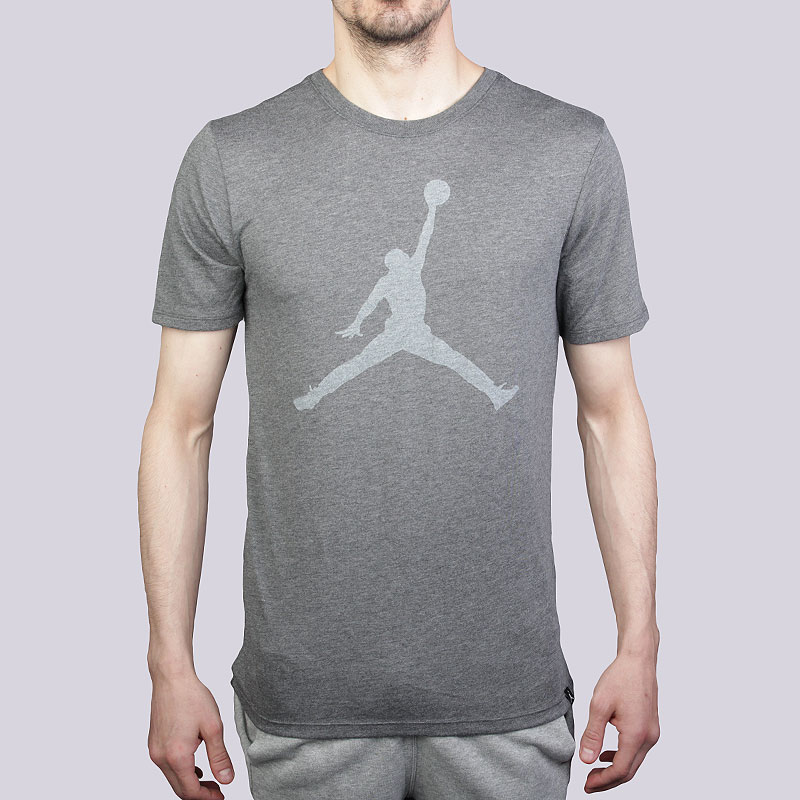 Футболка Jordan M JSW Tee Iconic Jumpman LogoФутболки<br>Полиэстер, хлопок, вискоза<br><br>Цвет: Серый<br>Размеры US: XL;2XL<br>Пол: Мужской